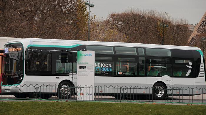 transports premiers bus lectriques dans paris. Black Bedroom Furniture Sets. Home Design Ideas